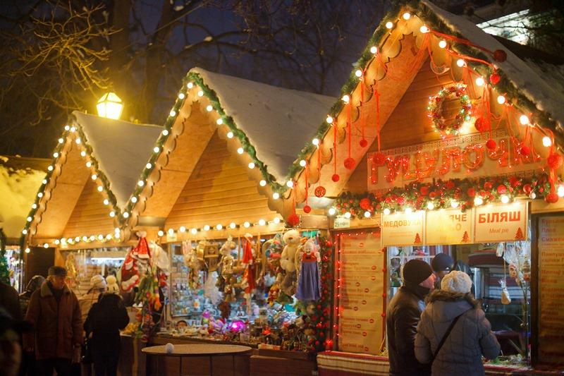 Біля новорічної ялинки у центрі Канева організують святковий ярмарок