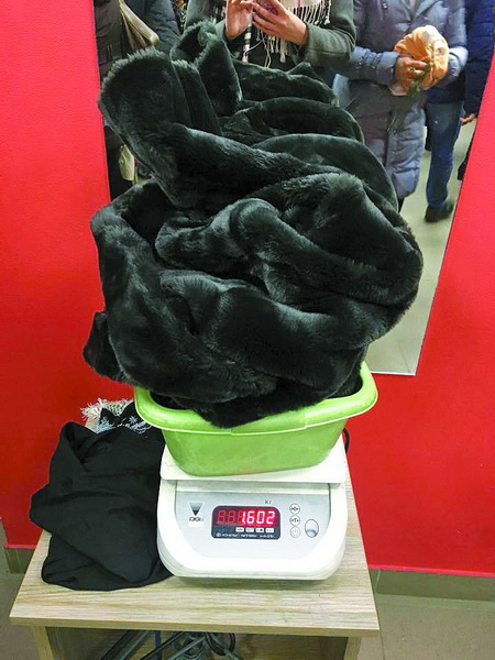 У день завозу шубу зі штучного хутра можна купити за 300 грн. d8e5f3bbed2e5