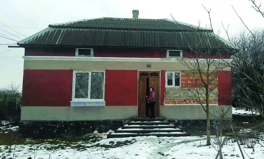 Марія показує свій новенький будинок a5a5785b1b602