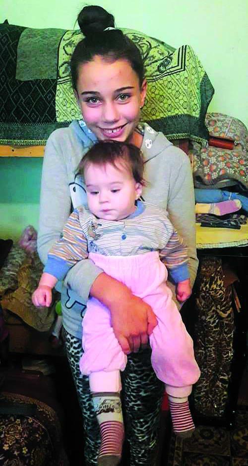 Настя бавить молодшу сестричку – Ангелінку baca55464c152