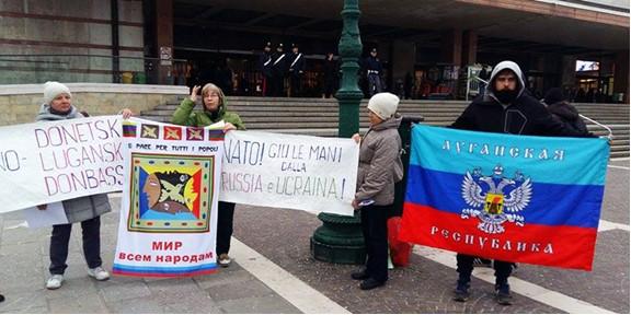 """Мітинг у Венеції на підтримку так званих """"Л/ДНР""""."""