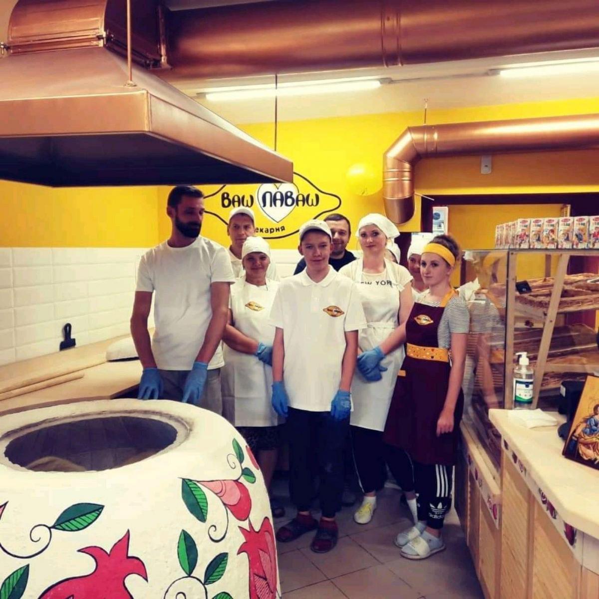 """Команда пекарні-кафе """"Ваш Лаваш"""" у Самборі. Фото з приватного архіву пекарні"""