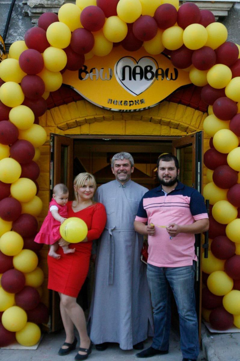 Подружжя підприємців Козаків під час відкриття пекарні. Вони розвивають новоспечений бізнес і уже планують відкрити ще одну пекарню. Фото з приватного архіву пекарні